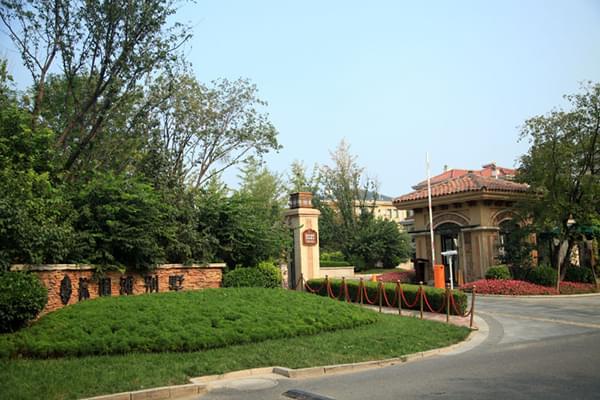 东方华辰与北京棕榈滩别墅就中央空调系统采购达成合作!